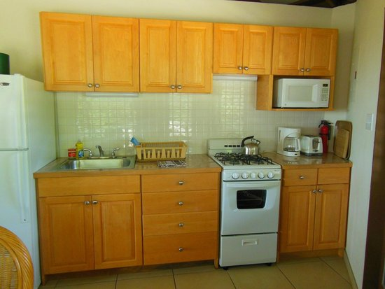 Guavaberry Spring Bay Vacation Homes: cucina