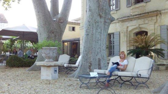 La Bastide de Boulbon: garden terrace