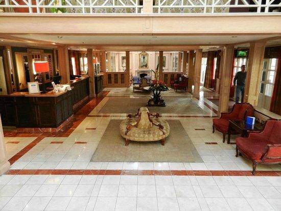 Connemara Coast Hotel: The gorgeous lobby