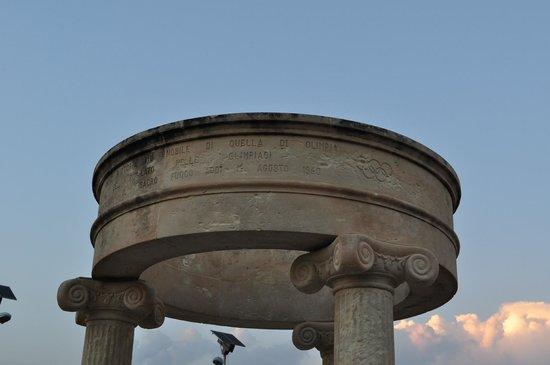 Museo archeologico di Naxos: Monumento a Thysandros, di Naxos vincitore a lOlimpia