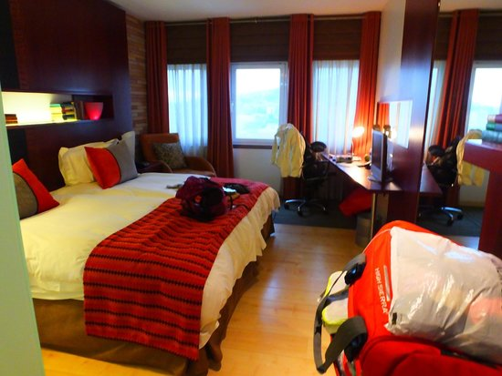 Townhouse Hotel: Room 901