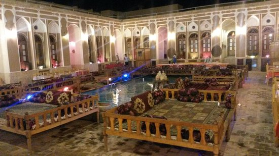 il patio centrale - picture of mehr traditional hotel, yazd
