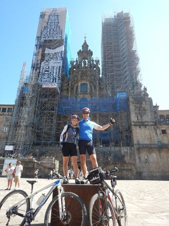 Ruta de Santiago de Compostela: In front of Santiago de Compostela Cathedral