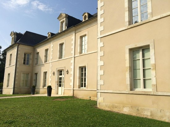Chateau de Lazenay : The château entrance
