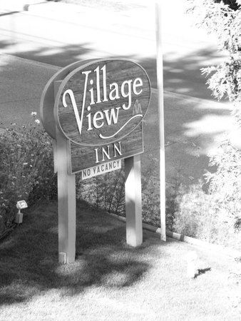 Village View Inn: Sign