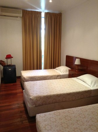 Pensao Residencial Portuense : Room for three beds