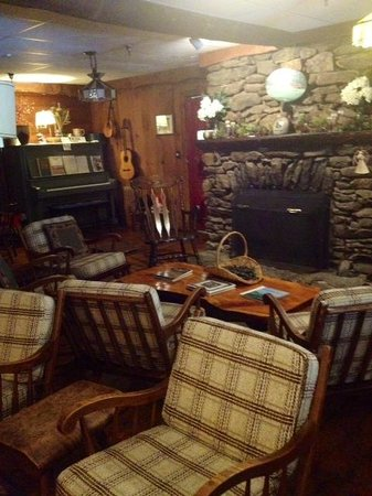 Inn at Long Trail: Fireplace area with piano
