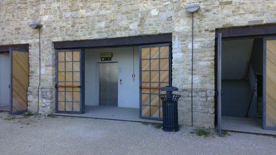 Spoleto, Italia: L'ascensore che conduce alla Rocca