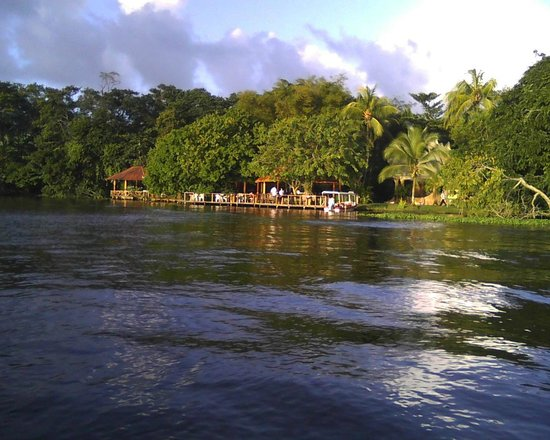 Laguna Lodge Tortuguero: Approaching the lodge by canal - KLabor