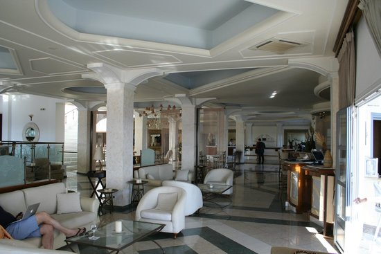 Royal Myconian Resort & Thalasso Spa Center: Lobby