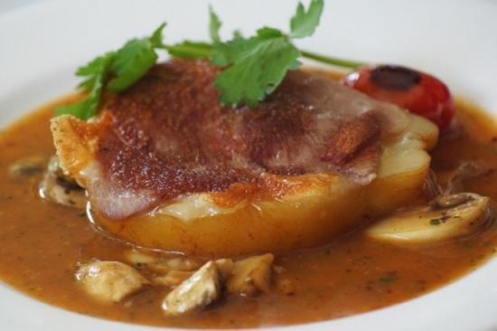 La Dolce Vita downtown: Provolone con prosciutto en salsa de champiñones