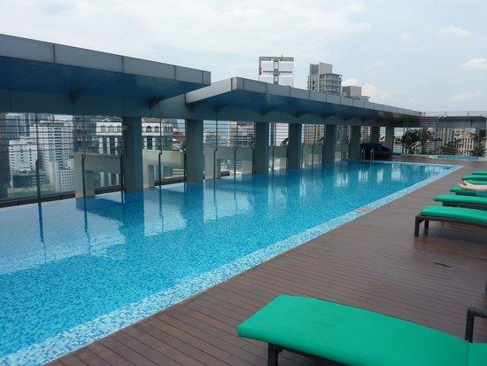 PARKROYAL Serviced Suites Kuala Lumpur : Zwembad