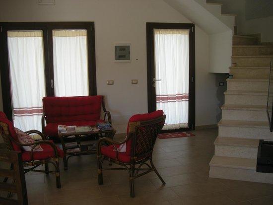 soggiorno in comune e scale per le camere al primo piano - Foto di ...