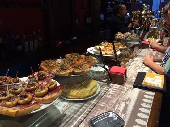 La Mandarra de la Ramos: The array of snacks