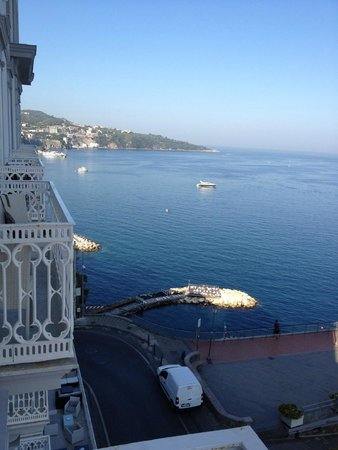 Hotel Mediterraneo Sorrento: Left view from Balcony