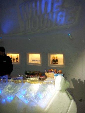 White Lounge: примерно так все внутри
