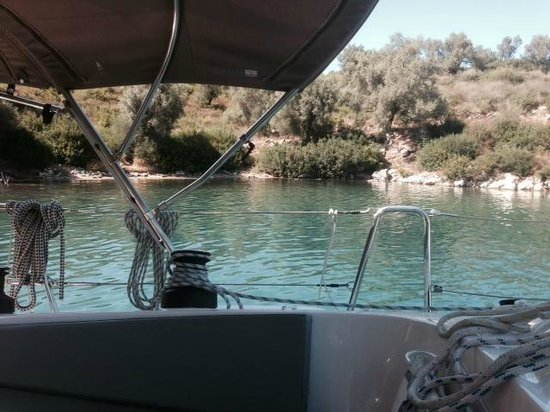 Sail Ionian Yacht Charter: Delightful overnight anchorage