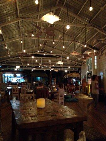 El Limbo on the Sea Hotel Restaurant: The beautiful interior of Indi.