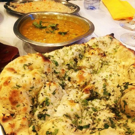 Clay Oven Indian Kitchen: Naan, Caril e Lentilhas