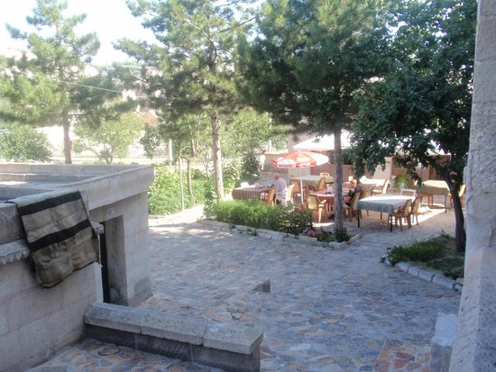 Elif Star Caves: Forecourt of the hotel