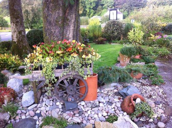 Meadowcroft Country Guest House: A quaint garden