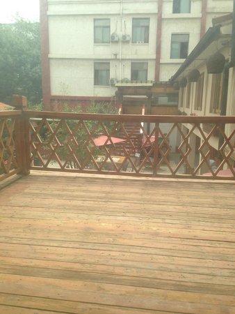 Red Wall Garden Hotel: Balcony