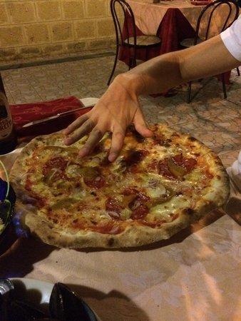 Il Faraone : Huge pizza!!!