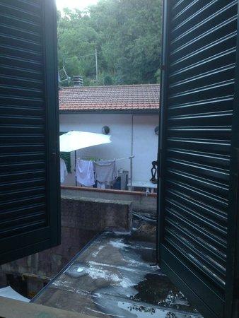 Monti Hotel: Hou de luiken dicht met dit uitzicht...