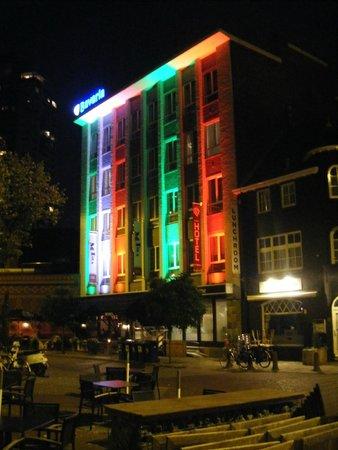 Hotel La Reine: Panoramica notturna sull'esterno dell'hotel