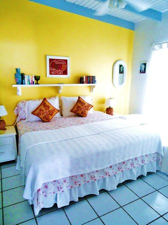 Fort Recovery Beachfront Villa & Suites Hotel: 1 bedroom deluxe bedroom