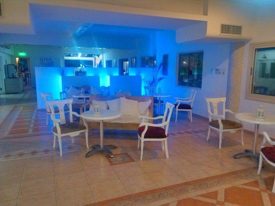 Chrystalla Hotel: Przy recepcji