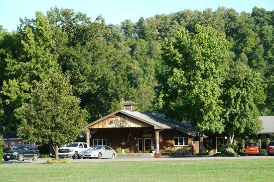 Small cabin picture of gaston 39 s white river resort for White river cabin rentals arkansas