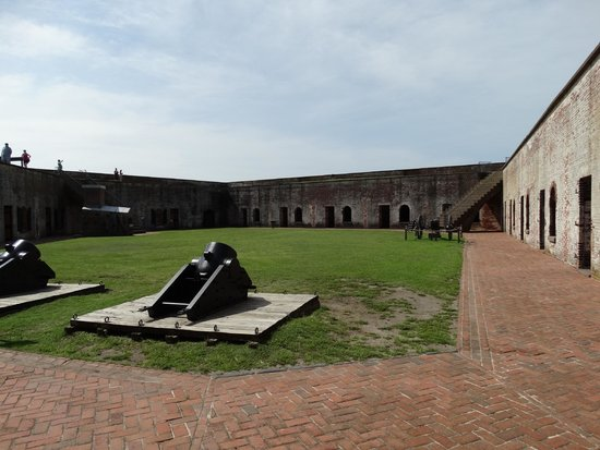 Fort Macon : The gorunds