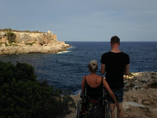Puerto de Cala Figuera: Perhaps not the best place for a friend in a weelchair but good exercis to us other ;) Well wort