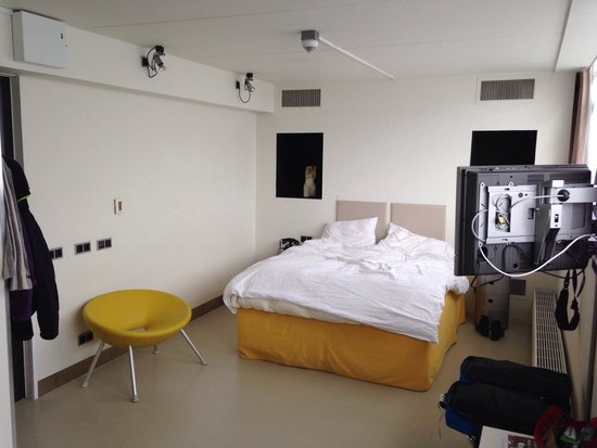 STROOM Rotterdam: Chambre à la deco assez froide