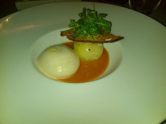 Les Ambassadeurs: tomate/tourteau/jus crustace yuzu