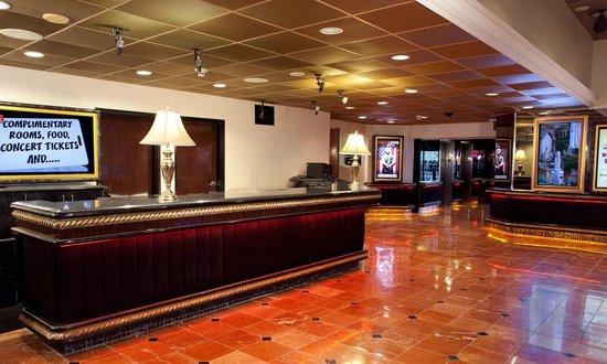 Rainbow Casino Hotel: Rainbow Hotel Front Desk