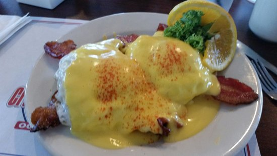 Crabcake Factory Bayside: Mr. Bee's Famous Sausage and Bacon Benedict