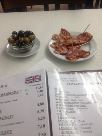 Restaurante Leitao do Prior : Olives and sausage for starter.