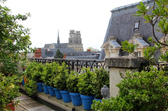 Hôtel de l'Abeille : Terraço com vista para a catedral