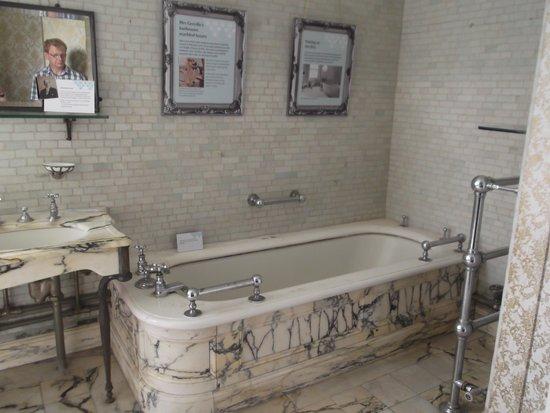 Polesden Lacey: Opulent Bathrooms