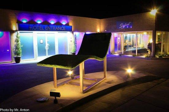 Skylark Hotel: ENTRANCE
