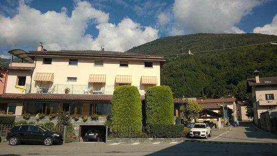 Hotel Europa: Hotel vom See aus