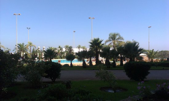 Hilton Alger: Jardin / Piscine