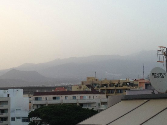 El Medano Hotel : Mountains from Room 420