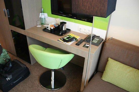 Novum Style Hotel Hamburg Centrum Schreibtisch