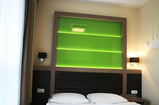 Charmant Novum Style Hotel Hamburg Centrum: Beleuchtung Hinter Dem Bett