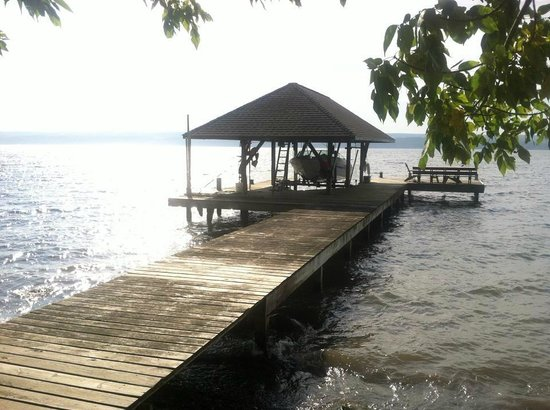 Seneca Lakeside Bed & Breakfast: The Dock/Lake