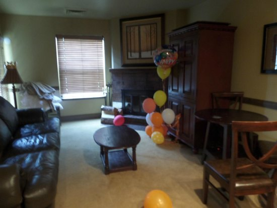 Wyndham Vacation Rentals Park City: Living Room with sofa sleeper