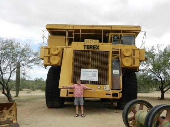 Asarco Mineral Discovery Center: Mine truck - big!